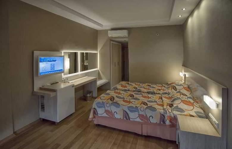 Riviera Hotel - Room - 10
