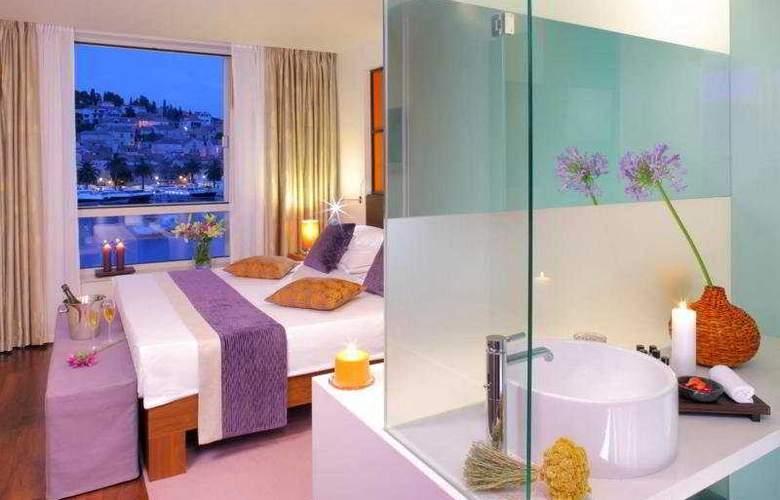 Adriana - Room - 3