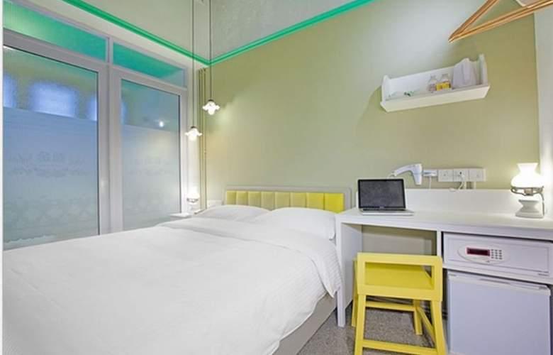 Kam Leng - Room - 7
