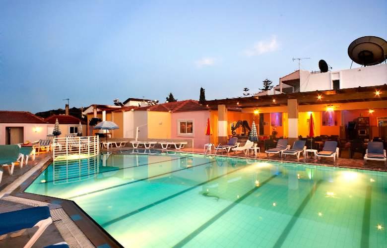 Marietta Hotel Apartments - Pool - 6