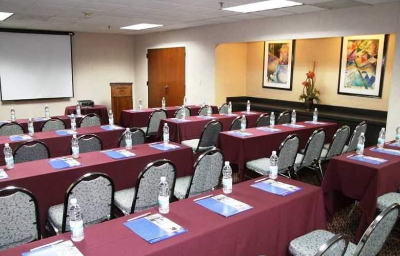 Hampton Inn Monterrey Aeropuerto - Conference - 8