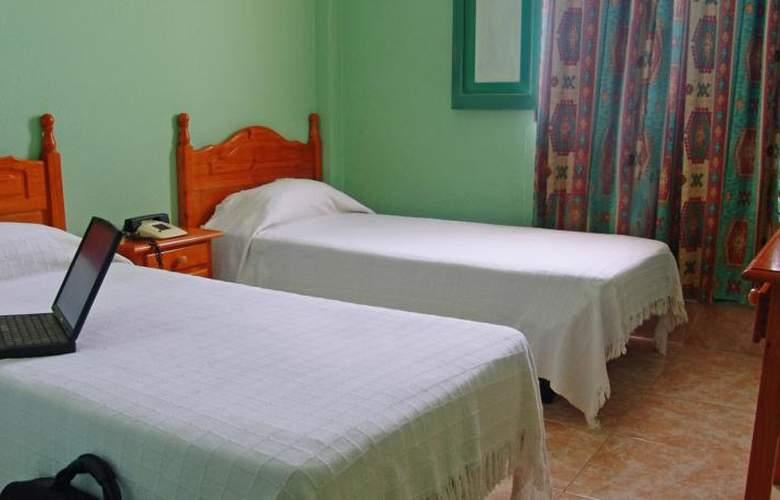 Residencia Cardona - Room - 3