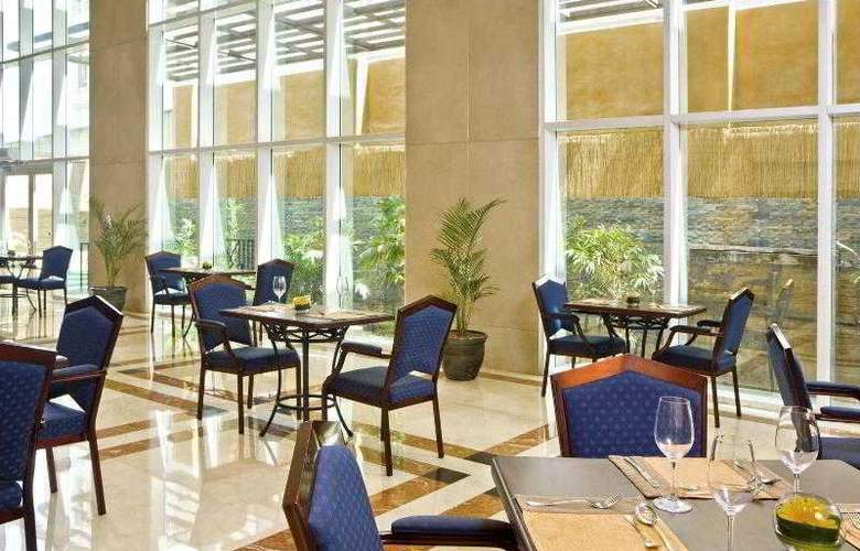 Four Points Sheraton Bur Dubai - Restaurant - 29