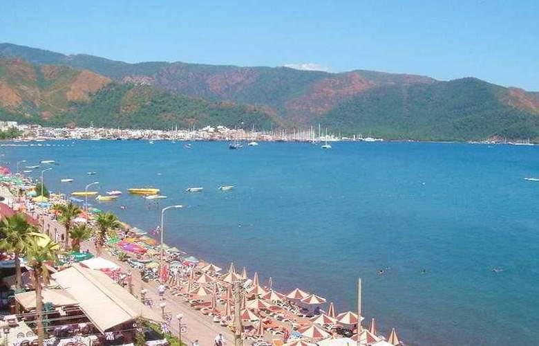 Natalie's Beach Hotel - Beach - 4