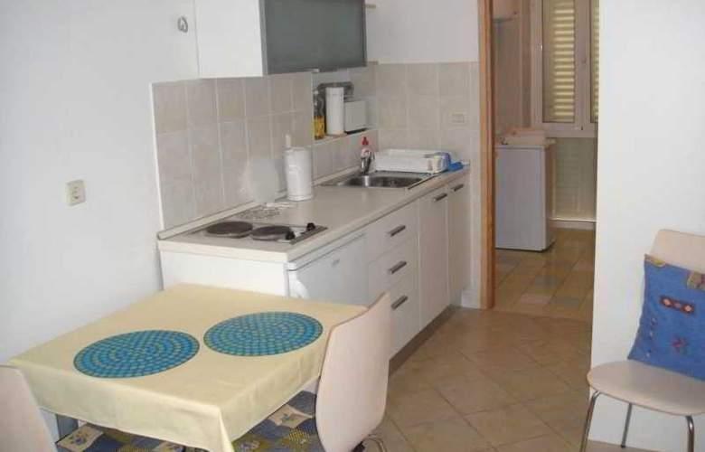 Apartmani Ivana - Room - 3