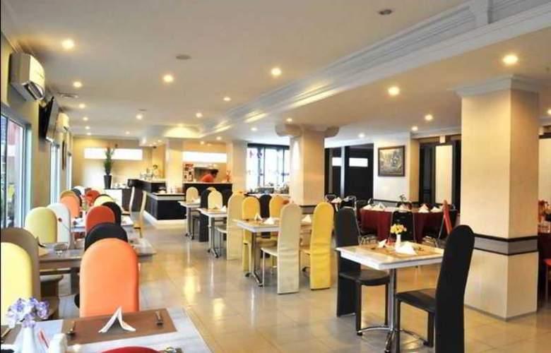 Gaja Hotel Pekanbaru - Restaurant - 4