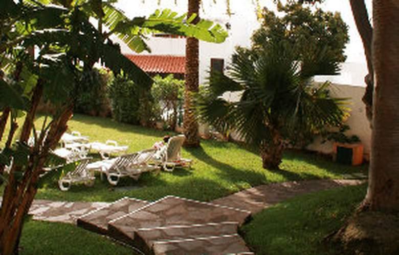 Dom Pedro Garajau - Terrace - 9