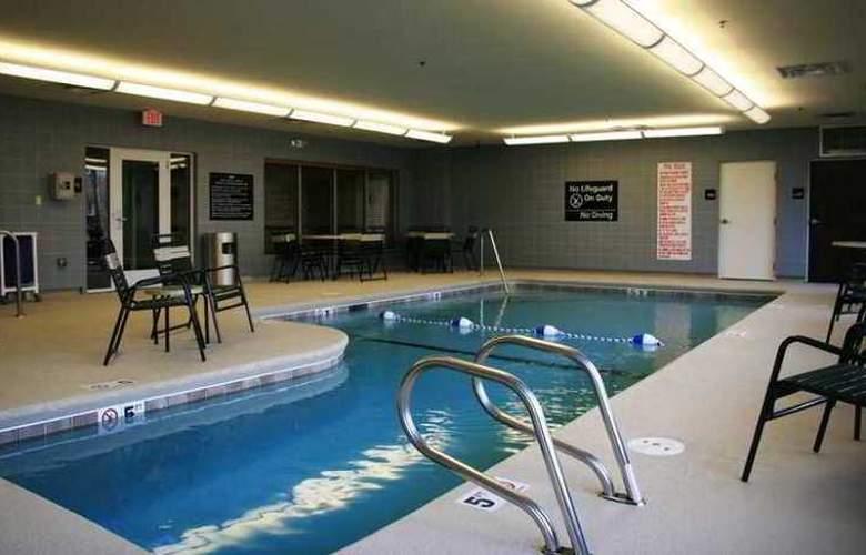 Hampton Inn & Suites Brunswick - Hotel - 5