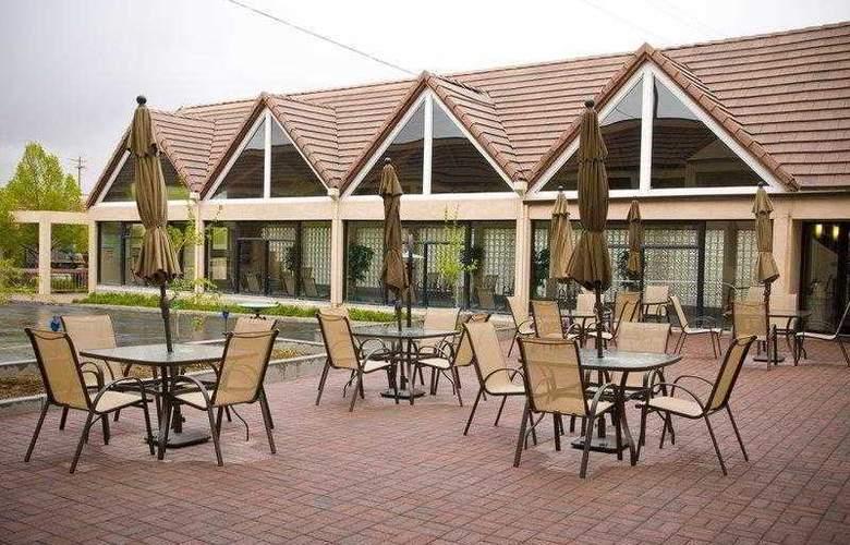 Best Western Town & Country Inn - Hotel - 7