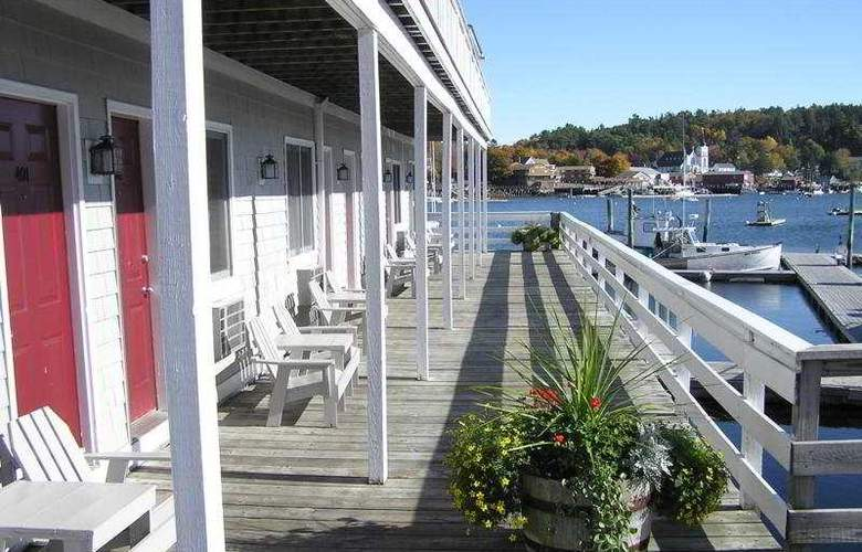 Tugboat Inn - Terrace - 4