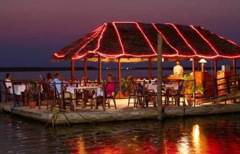 Poovar Island Resort - Restaurant - 8