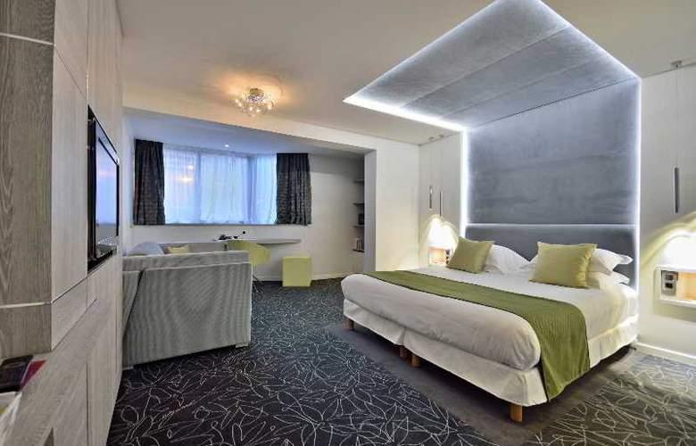Cezanne - Room - 11