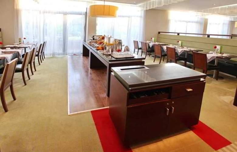Holiday Inn Sofia - Restaurant - 59