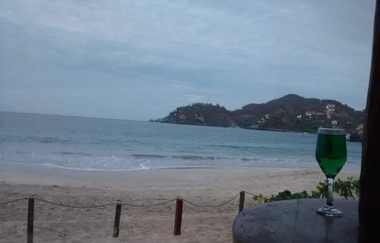 Catalina Beach Resort - Bar - 34