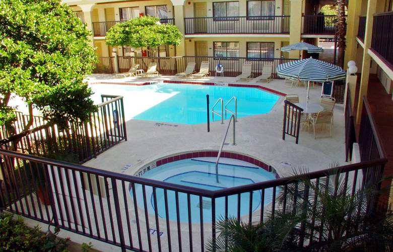 Best Western Orlando East Inn & Suites - Pool - 53