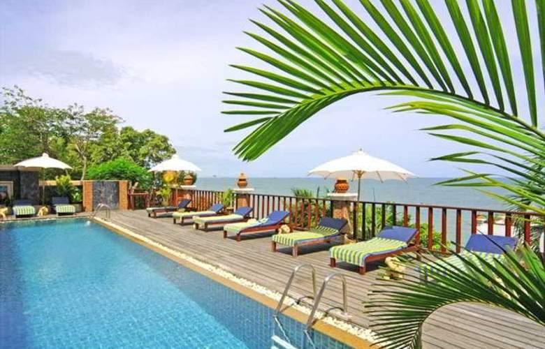 Phala Cliff Beach Resort and Spa Rayong - Pool - 3