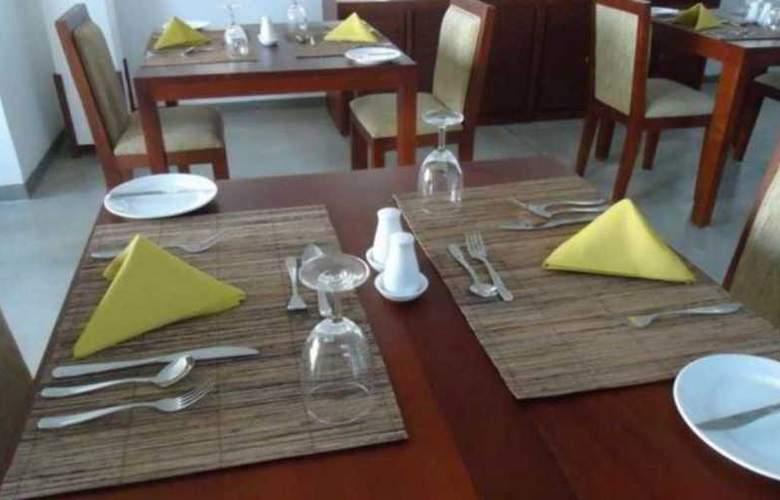 The Ocean Front - Restaurant - 8