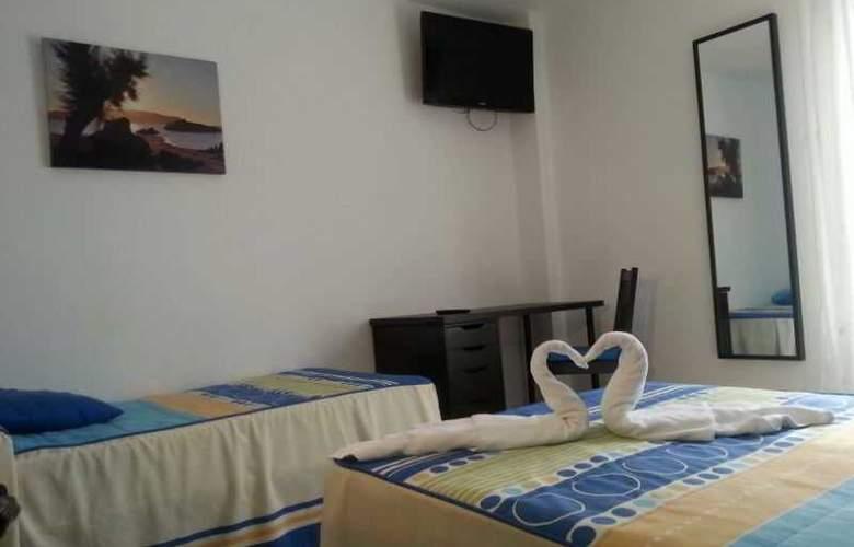Azcona - Room - 14