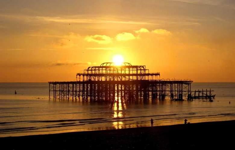 Holiday Inn Brighton Seafront - Terrace - 18