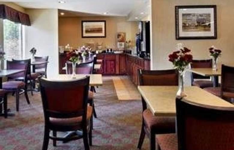 Sleep Inn & Suites Airport - Bar - 5