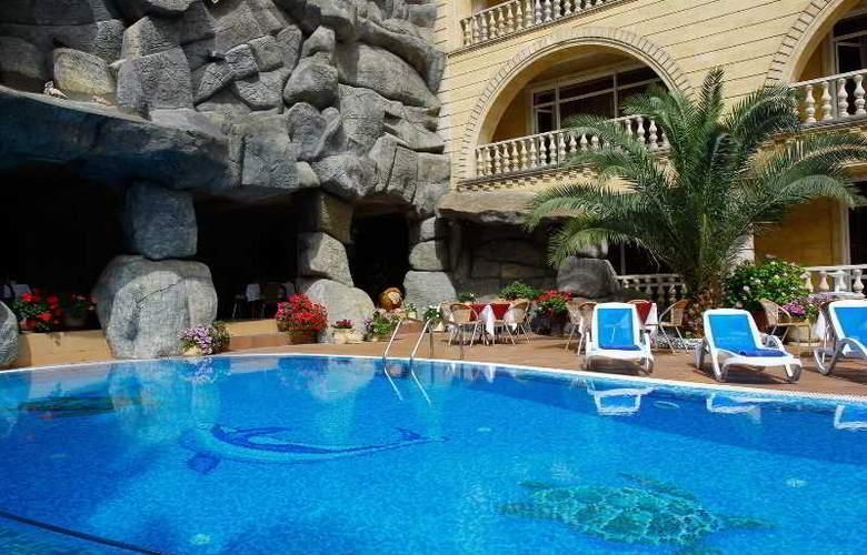 Chebotaryov Hotel - Pool - 15