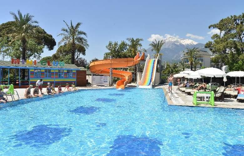 Novia Lucida Beach Hotel - Pool - 16