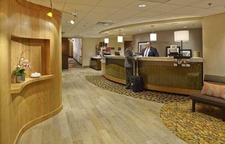 Hampton Inn Raleigh Midtown - Hotel - 0