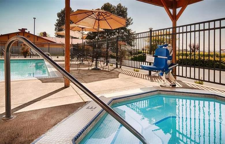 Best Western Woodburn - Pool - 72
