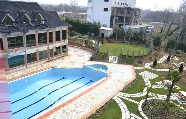 Vila Aeroport Rinas - Pool - 14
