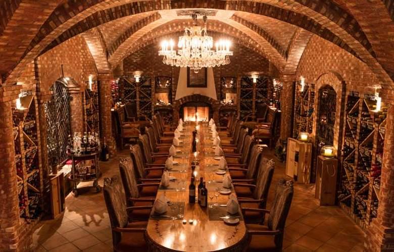 Alex - Restaurant - 4