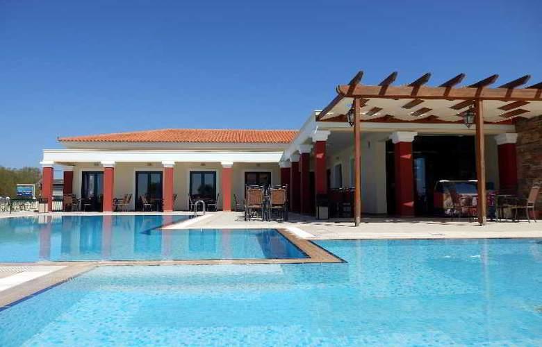 Euroxenia Messina Mare - Pool - 15