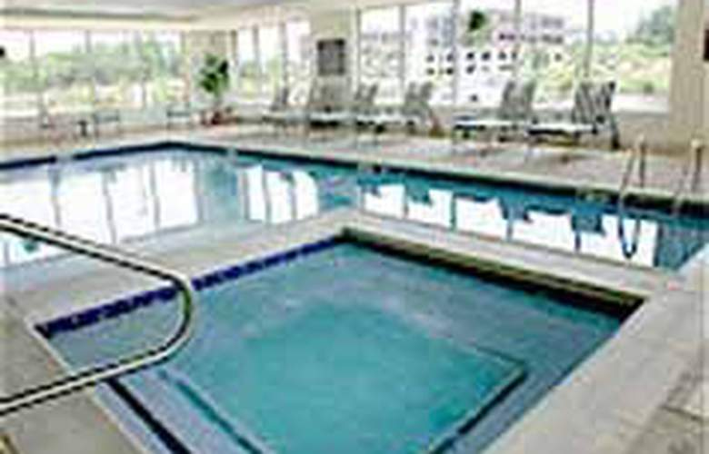 Comfort Suites (Manassas) - Pool - 4
