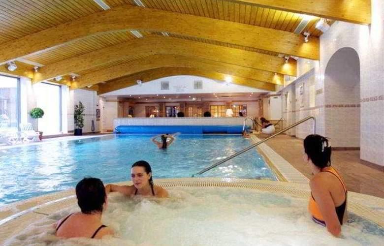 Menzies Glasgow Superior Suite Apartments - Pool - 7