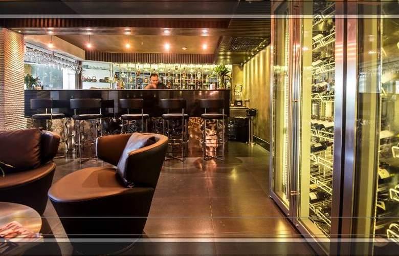 S Sukhumvit Suites Hotel - Bar - 9