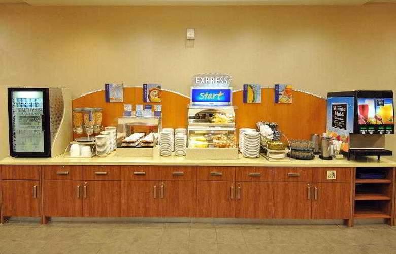 Holiday Inn Express & Suites Vaughan - Bar - 7