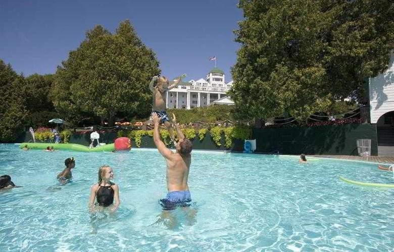 Grand - Pool - 19