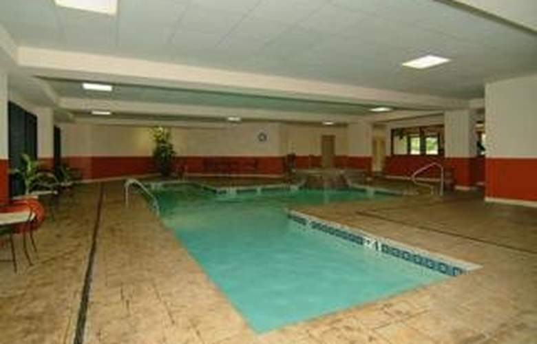 Clarion Hotel & Conference Center - Pool - 4