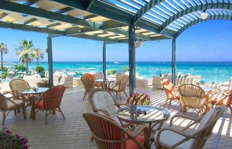 Sunrise Beach Hotel - Terrace - 4