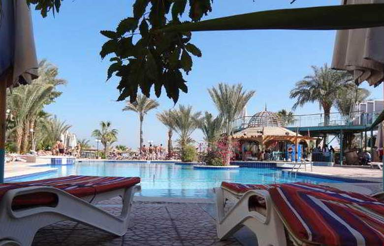 Bella Vista Resort - Pool - 3