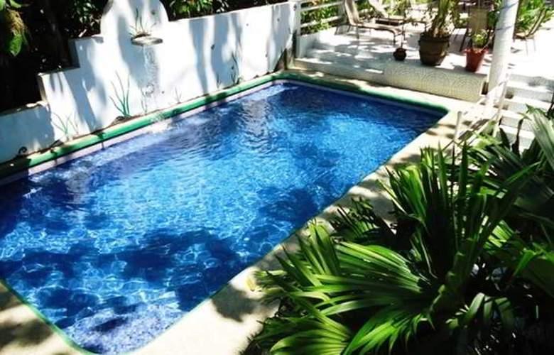 Mandarina - Pool - 36