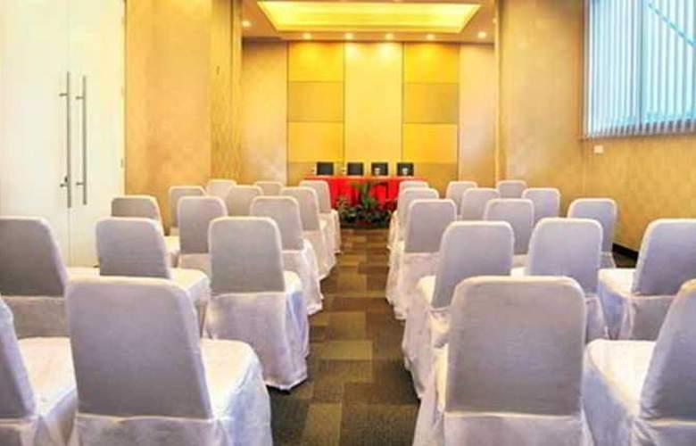 FaveHotel Adi Sucipto Solo - Conference - 9