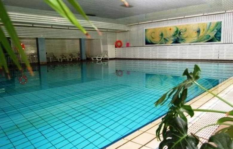 Europa Hotels & Congress Center - Superior - Pool - 11