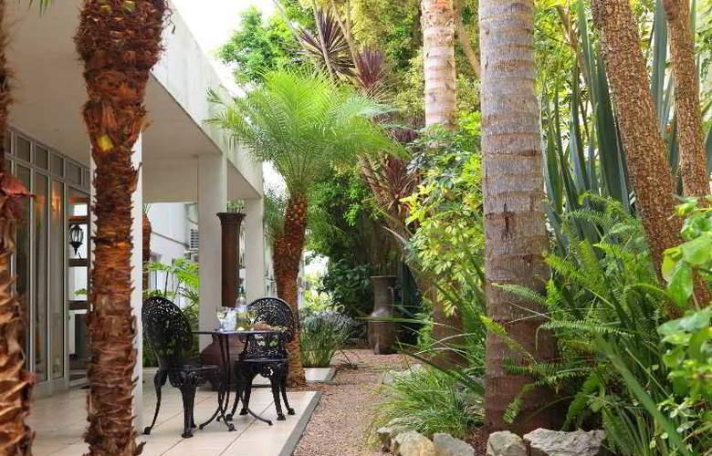 Protea Hotel Outeniqua - Terrace - 30
