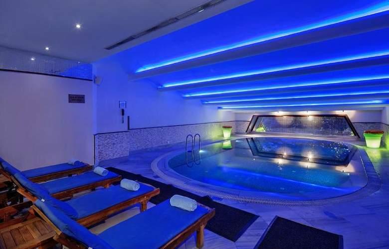 Wyndham Istanbul Old City - Pool - 6