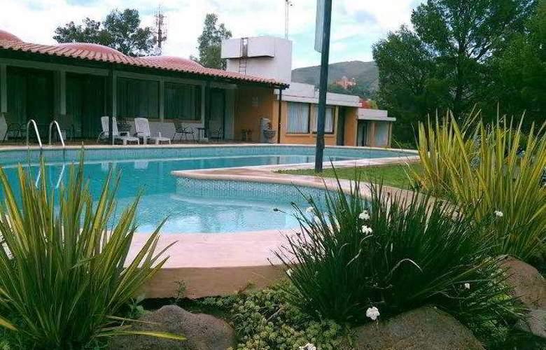 Hotel Guanajuato - Pool - 12