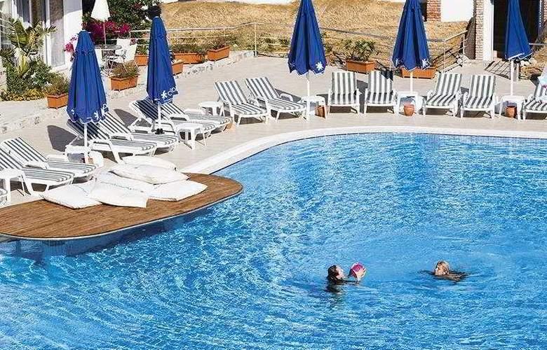 Risa Hotel - Pool - 16