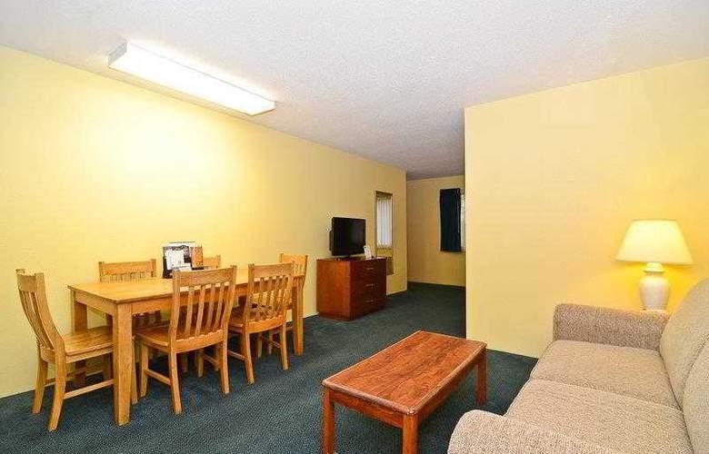Best Western Ambassador Inn & Suites - Hotel - 40