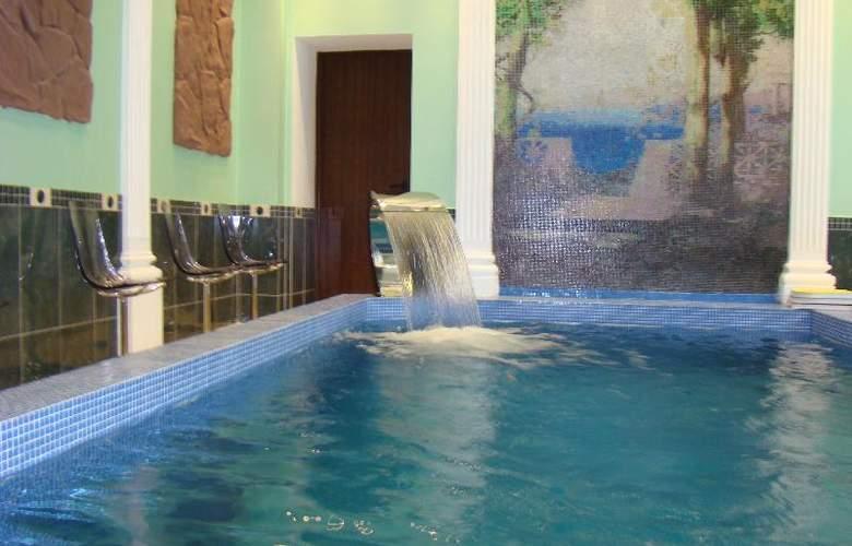 Borodino - Pool - 16