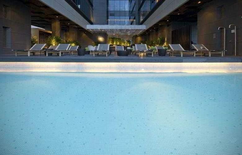 Studio M Hotel - Pool - 12