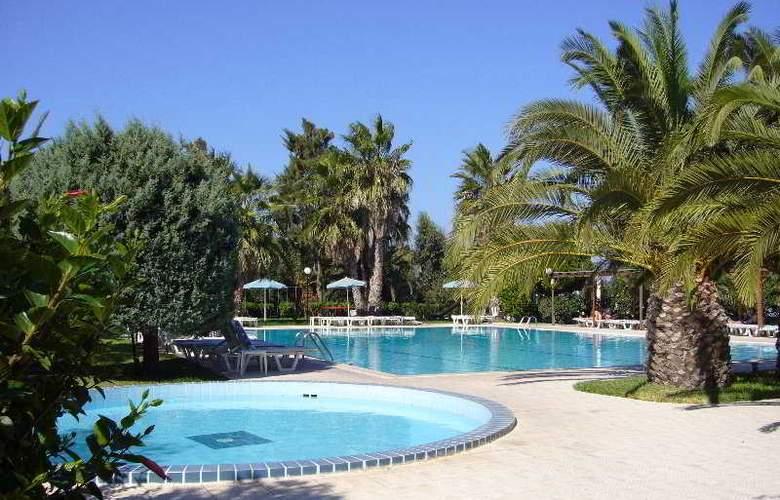 Nina Beach - Pool - 3